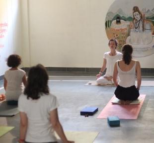 cours yoga ashram maitri