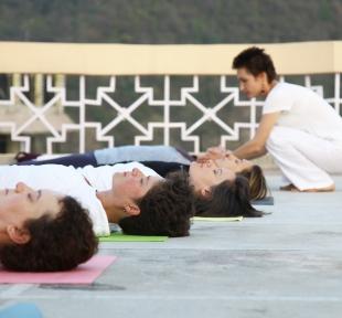 cours yoga inde himalaya rishikesh