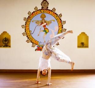 inde yoga ashram maitri