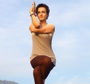 aigle garudasana maitri yoga