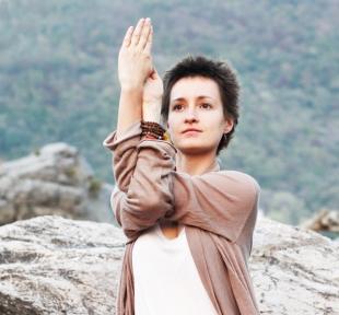 maitri yoga gomukhasana tete de vache