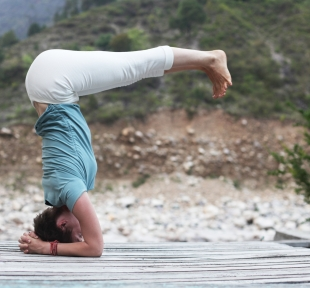 shirshasana angle posture sur tete maitri yoga