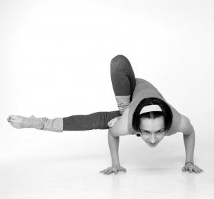 maitri-Maksika-nag-asana-yoga-vedas