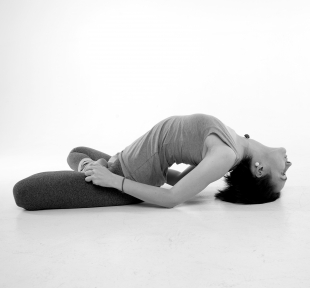 maitri-padma-matsy-asana-yoga-vedas